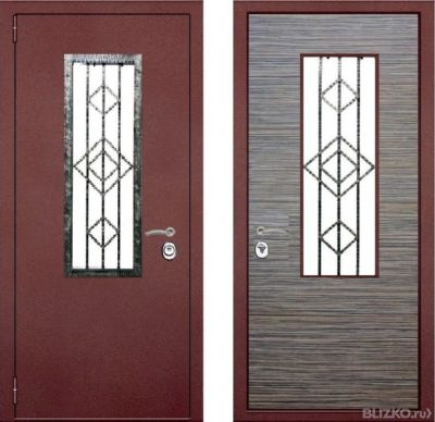 двустворчатая входная дверь коттедж