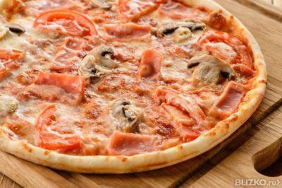 Пицца с грибами и белым соусом